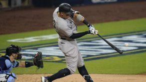 Stanton y Yankees arrollan 9-3 a los Rays en primer juego