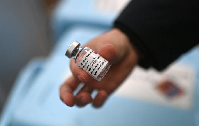 Un responsable de vacunas de la EMA aseguró que hay un vínculo entre la vacuna contra covid-19 de AstraZeneca y los casos raros de trombos