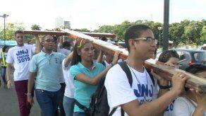 Panamá como puente del mundo y silueta de la Virgen
