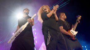 Janet Jackson actúa en el concierto boicoteado por Nicki Minaj en Arabia Saudita