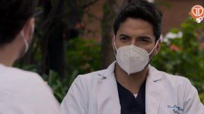 ENFERMERAS | El doctor Carlos está preocupado por su relación con María Clara
