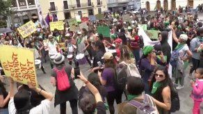 Nutrida marcha feminista en Ecuador clama por la despenalización del aborto