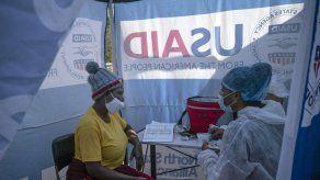 Estudio: Vacuna evita infecciones de VIH en mujeres