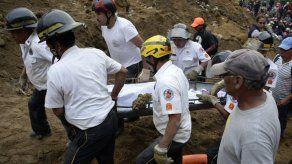 Aumentan a 30 los muertos por deslave en Guatemala