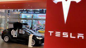 Tesla llama a revisión 134.951 vehículos por un defecto en la pantalla táctil