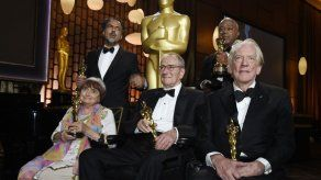Hollywood olvida el escándalo en 1ra gran noche de los Oscar