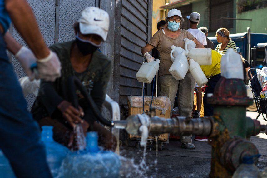 La escasez de combustible en Venezuela complica la distribución de otros bienes
