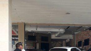 Conductor pierde el control y se estrella contra un local en Galerías Balboa
