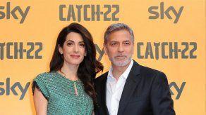 George Clooney enseña a sus hijos a gastar bromas pesadas a su madre