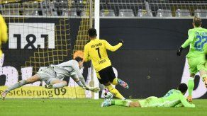 Un deslucido Dortmund rescata triunfo de 2-1 ante Wolfsburgo