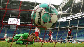 RB Leipzig tropieza ante el Eintracht y deja escapar al Bayern