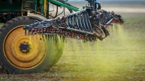Costa Rica prohíbe usar herbicida bromacil para evitar contaminación de aguas