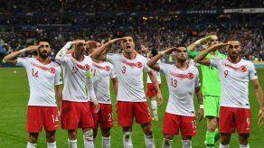 La UEFA multa a Turquía con 50.000 euros por sus hinchas