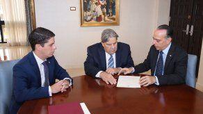 Juan De Dianous toma posesión como nuevo embajador de Panamá en EEUU