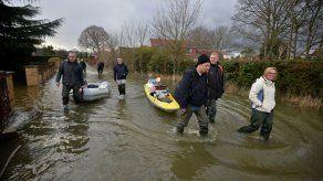 Inundaciones amenazan a Londres tras la crecida del Támesis