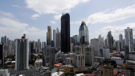 Moodys señala que la perspectiva negativa también refleja los vínculos entre la solvencia de los bancos en la región.