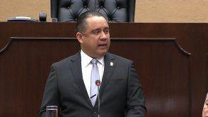 Denuncian que familiares del diputado Marcos Castillero se beneficiaron de la vacunación en la Fase 1
