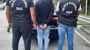 La acción policial se registró en el Corredor Norte, luego que el sospechoso de robo intentó abandonar un vehículo.