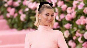 Justin Bieber presume de impresionante esposa en la gala del Met