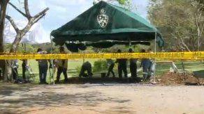Continúa exhumación de víctimas de la invasión en el Jardín de Paz