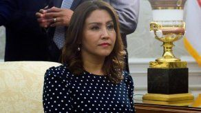Libran a esposa de expresidente Morales en caso por fraude en Guatemala