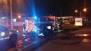 Bomberos extinguen incendio en un depósito frente al Mercado del Marisco