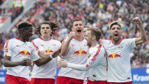 Jovic sella triunfo de Frankfurt en Schalke