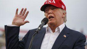 Fiscal consigue correos de equipo de transición de Trump