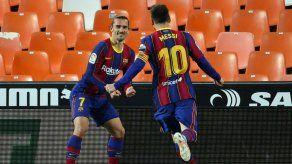 El Barcelona gana 3-2 al Valencia para seguir en la lucha por LaLiga