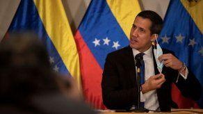 El líder opositor de Venezuela Juan Guaidó da positivo por COVID-19