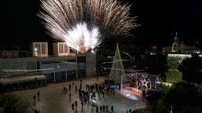 Belén ilumina su árbol de Navidad sin público