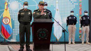 El director de la Policía Nacional de Colombia general Jorge Luis Vargas (c) habla durante una conferencia de prensa, en la sede la Dirección de Investigación Criminal DIJIN y Organización Internacional de Policía Criminal INTERPOL en Bogotá.