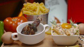 Receta: Pollo frito acaramelado acompañado de pasta con Bacon