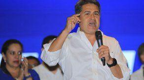 Panamá llama al diálogo en Honduras y reconoce resultado de elecciones