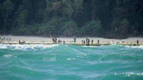 Expertos piden dejar en isla india el cuerpo del estadounidense asesinado por una tribu
