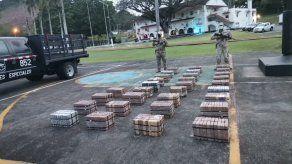 Los 616 paquetes de droga fueron ubicados dentro de un contenedor.