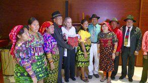 Colección de molas regresa a Panamá y es exhibida en la Cancillería
