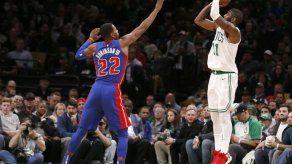 Irving anota 31 puntos y Celtics vencen otra vez a Pistons