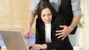 ¿Guerra contra acoso sexual acabará con romances de oficina?