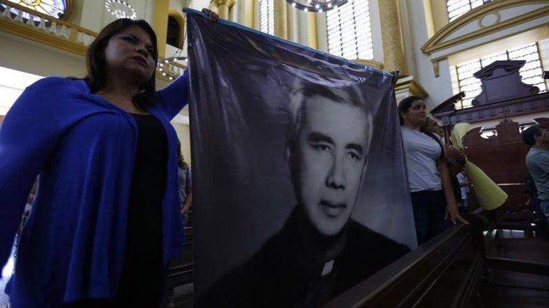 Celebran en El Salvador el reconocimiento de martirio del cura Rutilio Grande