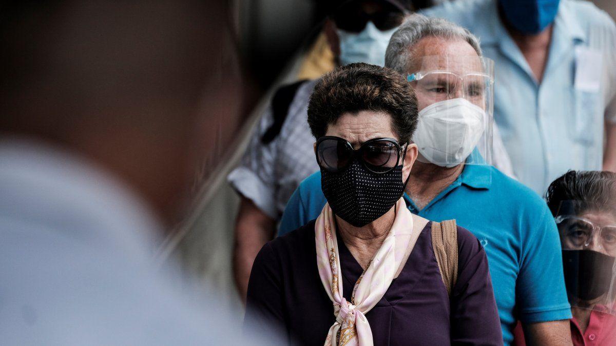 Antes de abril Costa Rica no había contabilizado más de 2.000 casos diarios. Eso terminó en la última semana de abril y la primera semana de mayo, cuando se sobrepasó esa cifra en seis ocasiones.
