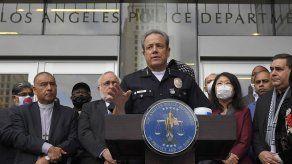 Policía de Los Ángeles investiga tarjeta con foto de Floyd