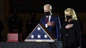 Rinden homenaje a policía que murió defendiendo al Capitolio