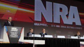 Oliver North deja presidencia de Asociación Nacional del Rifle tras disputa interna