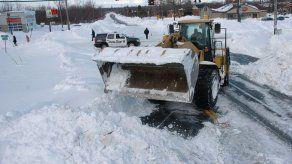 Rescatan a dos niños sepultados por la nieve lanzada por una pala quitanieves