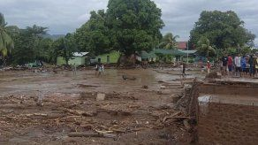Aguaceros y aludes en Indonesia dejan al menos 44 muertos