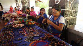 Feria de artesanías impulsa el empoderamiento de la mujer indígena