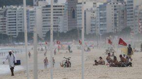 Río de Janeiro reabrió este lunes su playas y parques, en momentos en los que la pandemia del coronavirus da tímidas señales de desaceleración en Brasil tras registrar en abril el mes más mortífero desde el inicio de la crisis sanitaria.