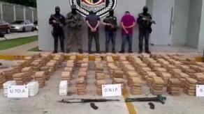 Incautan 570 paquetes de presunta droga y dos armas de guerra en Juan Díaz