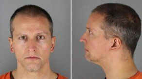 Derek Chauvin enfrenta cargos por asesinato y homicidio culposo.